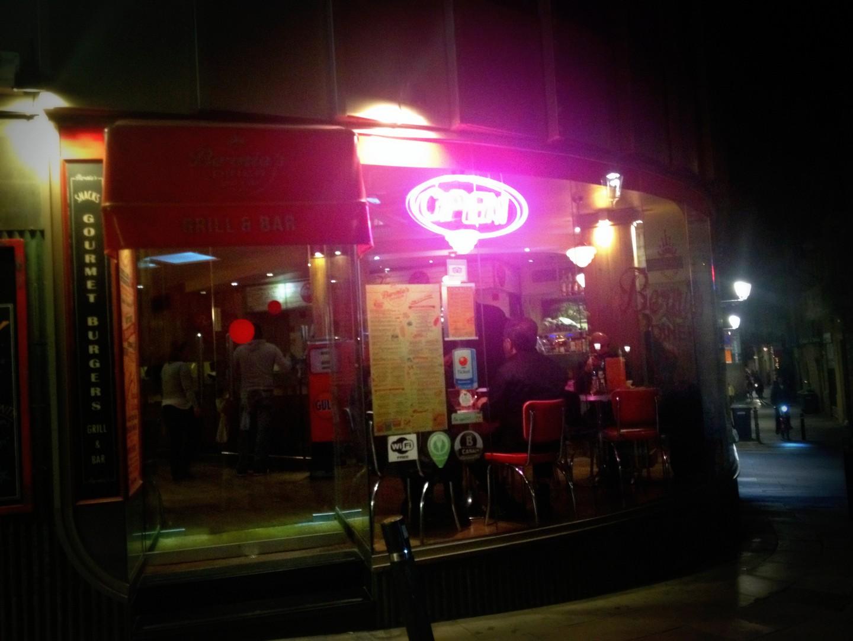 bernies diner barcelona restaurante americano que se cuece en bcn  bernie's (26)